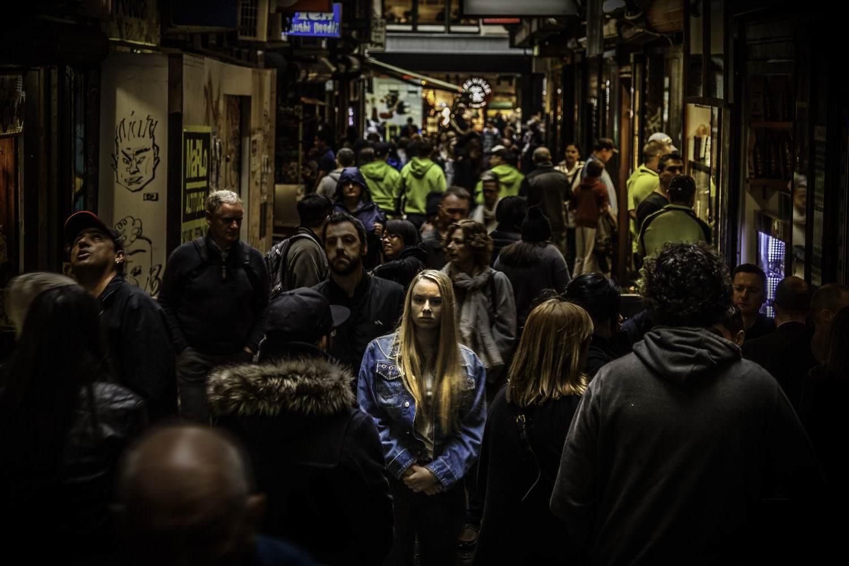 одиночество с людьми