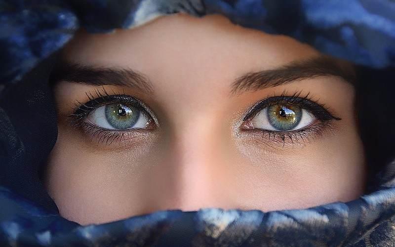 изменить глаза