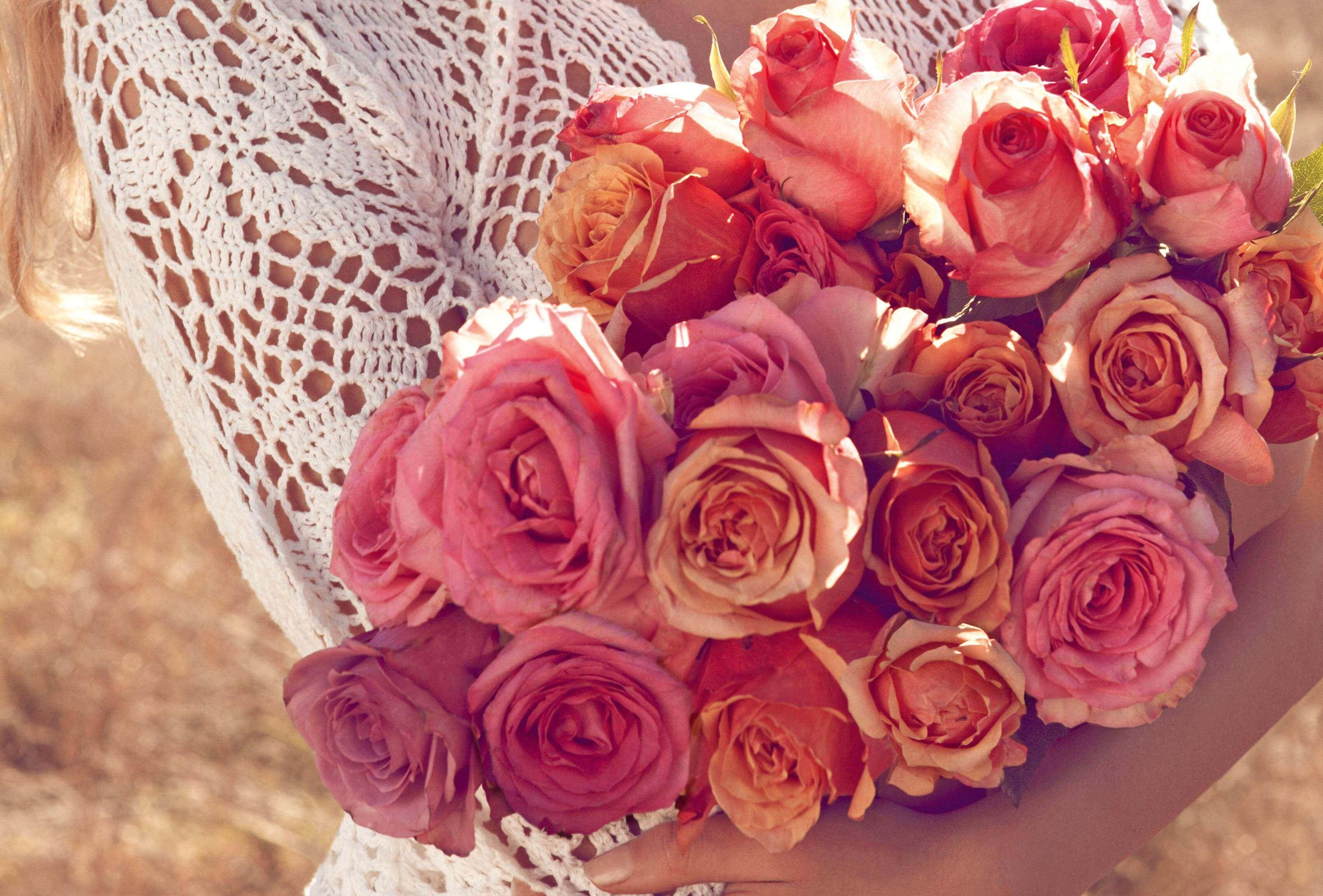 притянула цветы