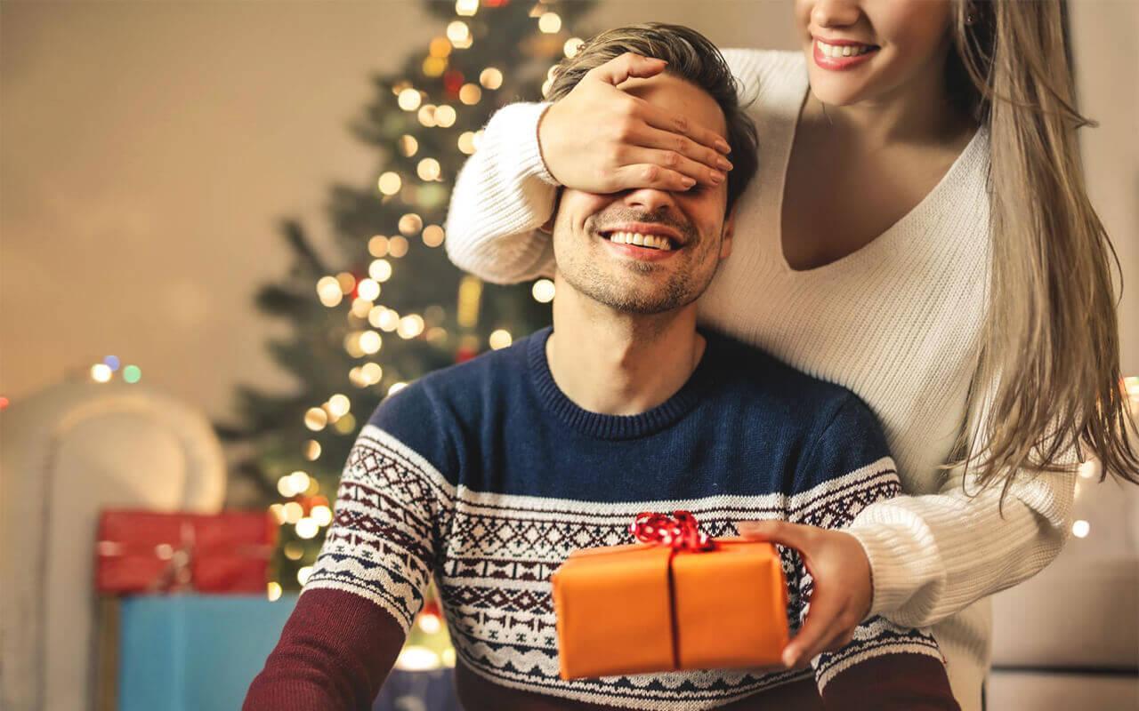 Картинка мужчина и женщина в новый год